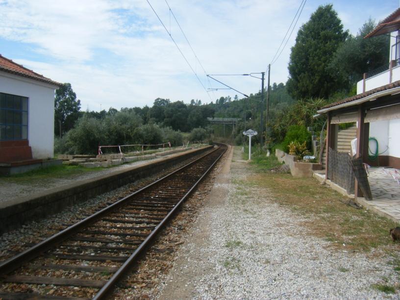 Linha férrea junto á estação da Barragem de Belver