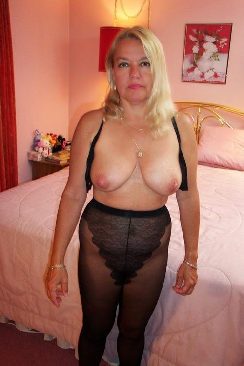 Blonde college masturbating slut