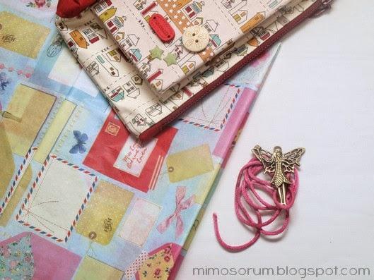 Un envoltorio sencillo con tarjeta personalizada