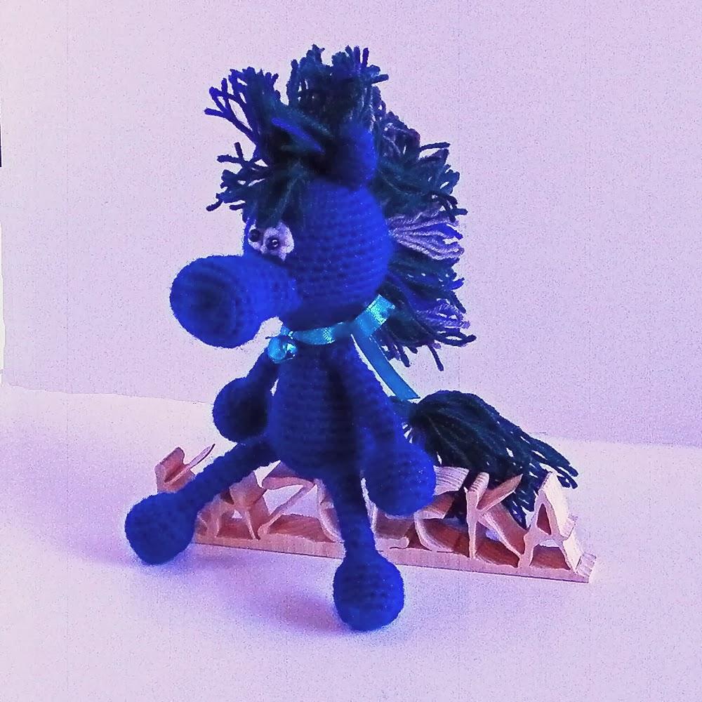 символ года синий конь