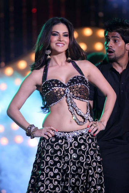 Actress Sunny Leone Navel Show Photos