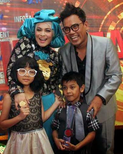 Foto keluarga Uya Kuya