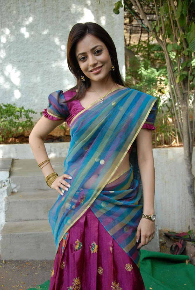 Actress Kajal Agarwal Sister Nisha Agarwal Hot And Cute Sexy Navel HD Images of Fingering Her Navel