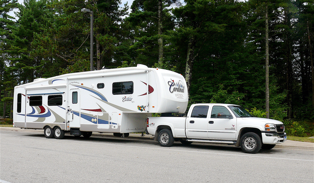 Fifth wheel travel trailer safety tips in towing parking and
