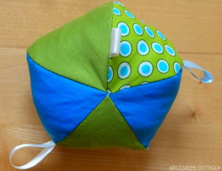 http://applegreencottage.blogspot.com/2014/08/how-to-sew-soft-ball.html