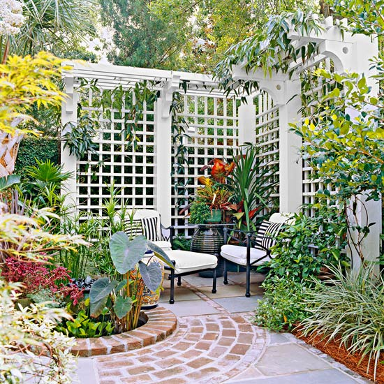 12 diy trellis designs for privacy for Garden trellis ideas