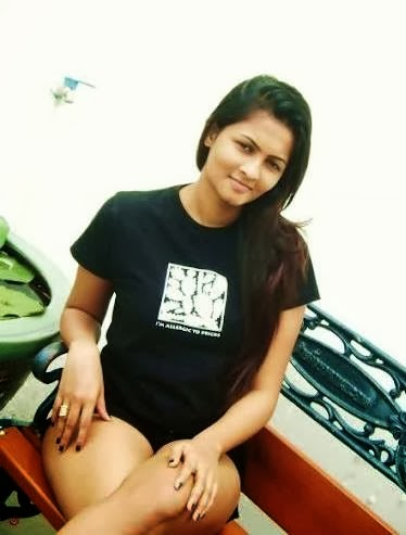 Piumi Purasinghe thighs zoom