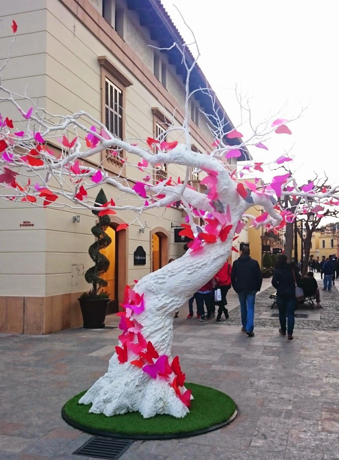 motylki z papieru jak zrobić,białe drzewo, Barcelona, ozdobne drzewo,inspiracje podróże dekoracje, blog DIy lifestyle,outlet pod Barceloną