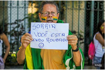 """Não a corrupção: """"Sorria Você está sendo roubado"""""""