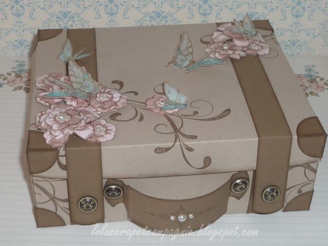 lolascrap et compagnie la valise en carton pisode 1. Black Bedroom Furniture Sets. Home Design Ideas