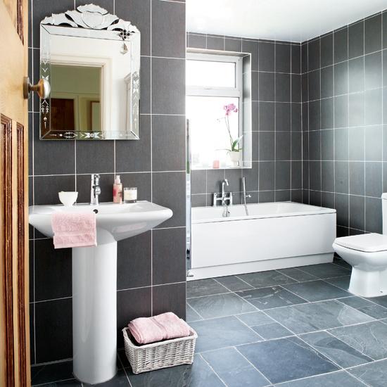 Baldosas Baño Grises:Hermoso baño decorado con baldosas grises y sanitarios blancos