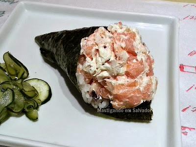 Osaka Sushi Bar: Temaki de Salmão, Camarão e Polvo