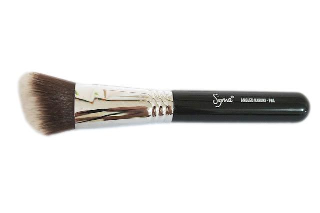 Sigma F84 Angled Kabuki Brush