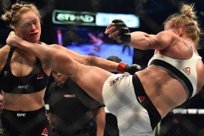 Tendangan Holly Holm ke muka Ronda Rousey