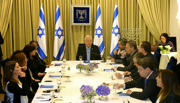 O presidente israelense, inicia contatos para formar novo governo
