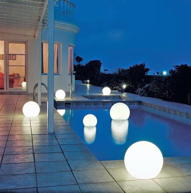 Exterior LED lights  terrace and pool with luminous spheres20 Outdoor LED lighting ideas   How to illuminate a terrace. Outside Lighting Design. Home Design Ideas