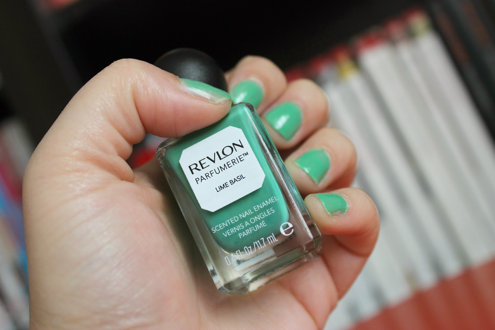 Picture of Revlon Parfumerie Scented Nail Enamel in Lime Basil