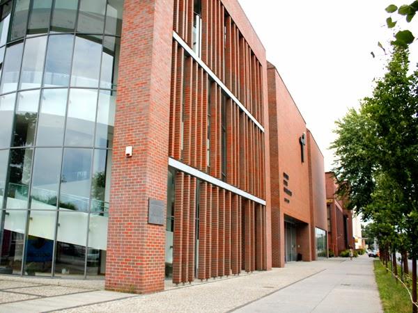 Szklane elementy w budynku CSW