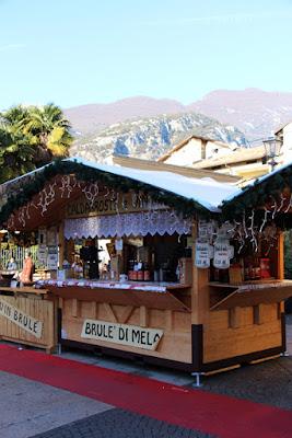 Punsch-Stand auf dem Weihnachtsmarkt in Arco