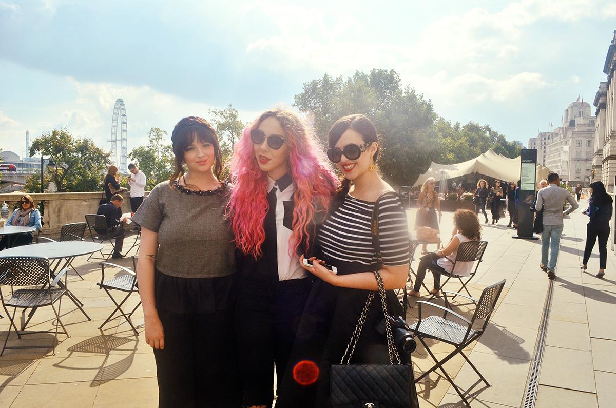 Stephi LaReine// UK Fashion Blogger// LFW London Fashion Week Street Style Day Three, Vita Coco, riipped jeans, romwe shirt, long hair fur coat jacket, leopard shoes, pink hair, matthew williamson, becca rose, arabella golby