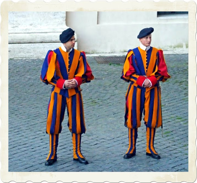 Papel%2BSwiss%2BGuard%2Bin%2Bthe%2BVatican%2BCity - The World's Smallest Army - Lifestyle, Culture and Arts