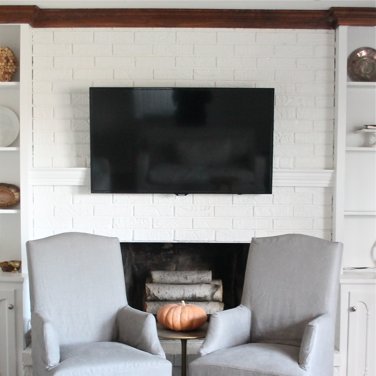 Hiding cord on wall mount for flat screen tv diy mantel for Ideas to cover tv wires