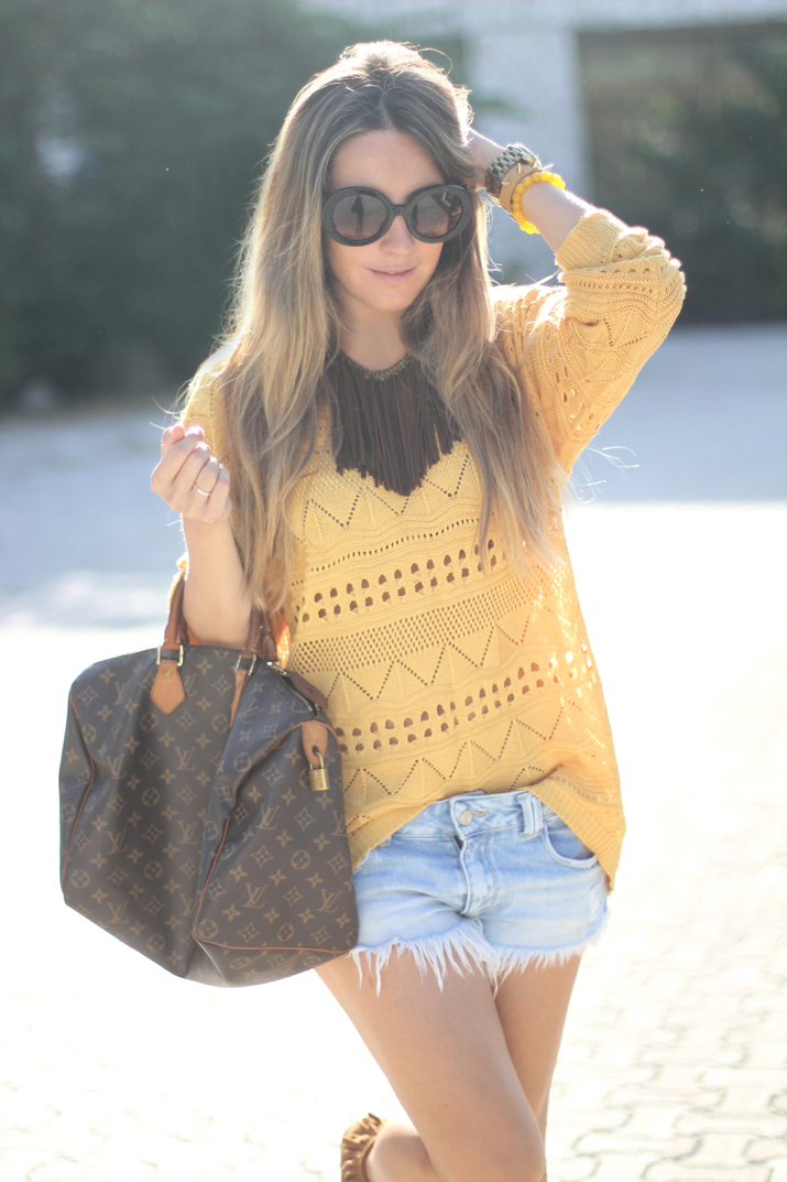 Fashion blogger Mónica Sors with Louis Vuitton Speedy bag