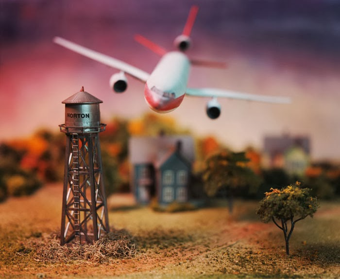 miniatura de avion a punto de estrellarse