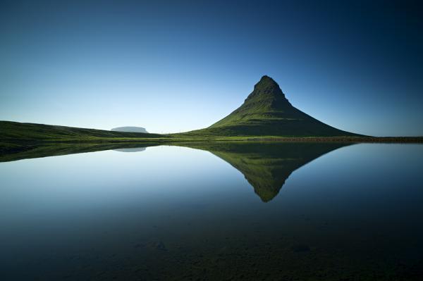 gambar landskap di Iceland oleh Raymond Hoffmann