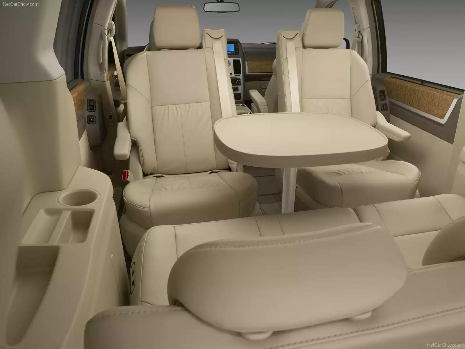 Hình ảnh xe ô tô Chrysler Town and Country 2008 & nội ngoại thất