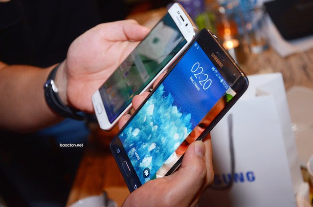 Comparing the Samsung Note Edge side by side with the Samsung Galaxy S6