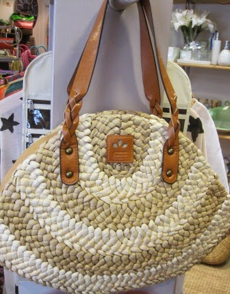 Bolso color crudo oval