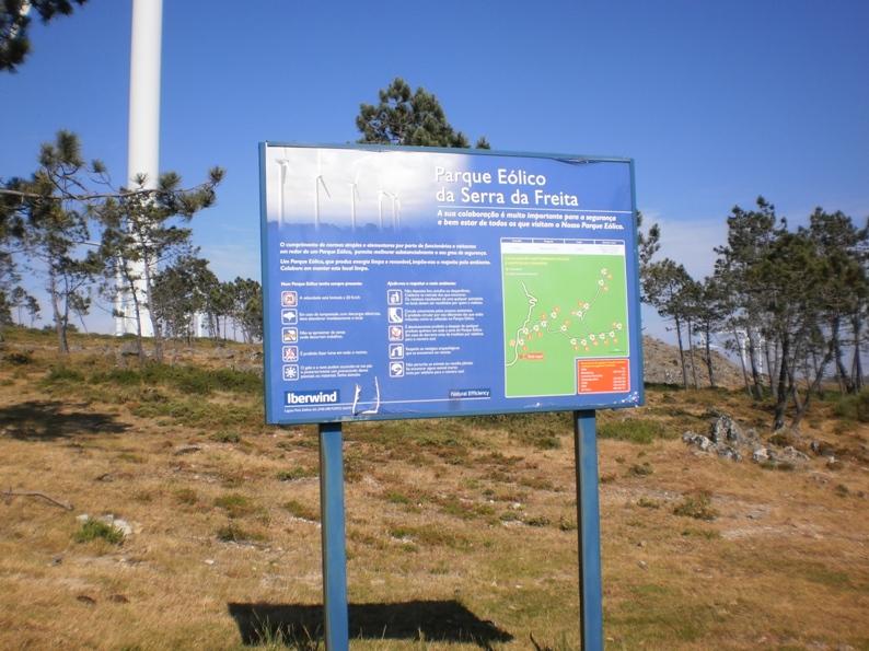 Placa indicativa do Parque Eólico da Serra da Freita