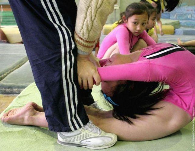 الصين وكيفية صناعة الأبطال الألومبيين China-gymnasium-Olympic-children-42