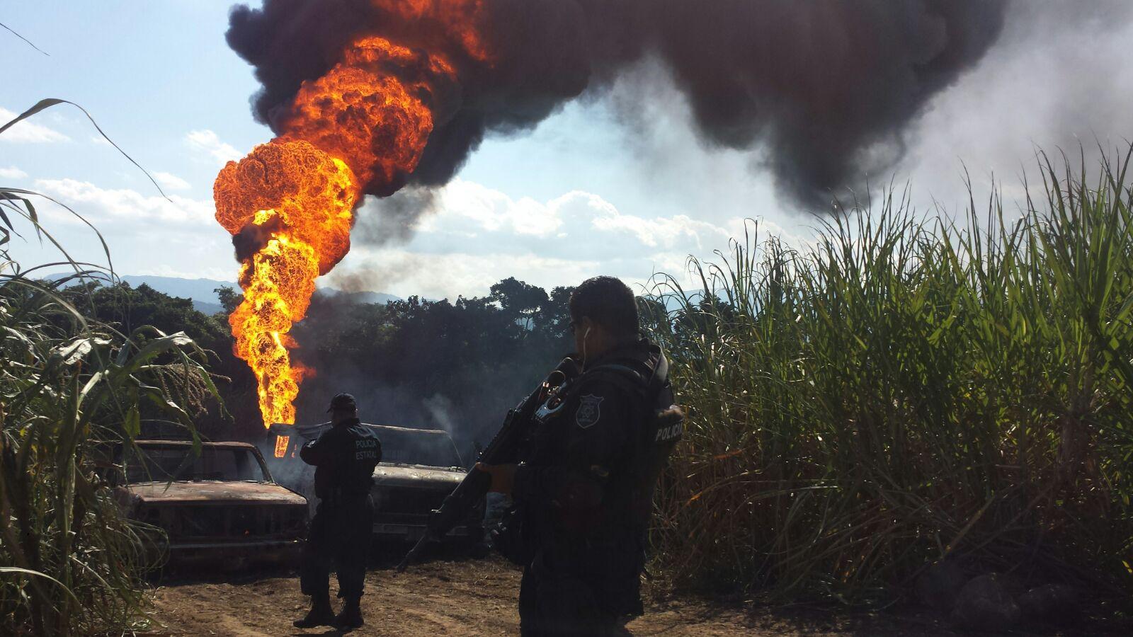 Resultado de imagen para Toma clandestina causa explosión de ducto de PEMEX en Ixtaczoquitlán