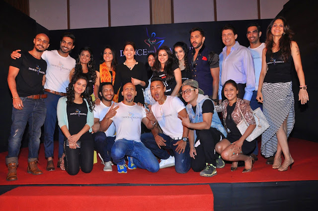 Madhuri Dixit with Dancers and Others