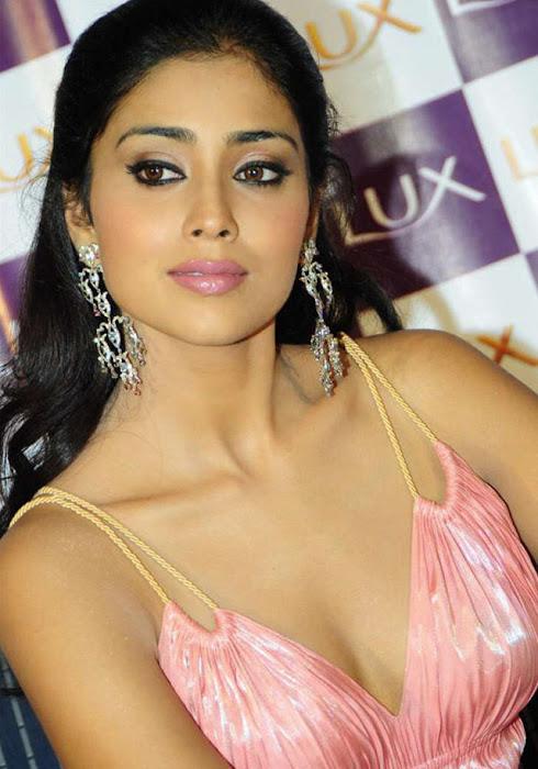 star shriya saran glamour images