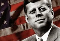 John F Kennedy Bersama Bendera Amerika Serikat - www.NetterKu.com : Menulis di Internet untuk saling berbagi Ilmu Pengetahuan!