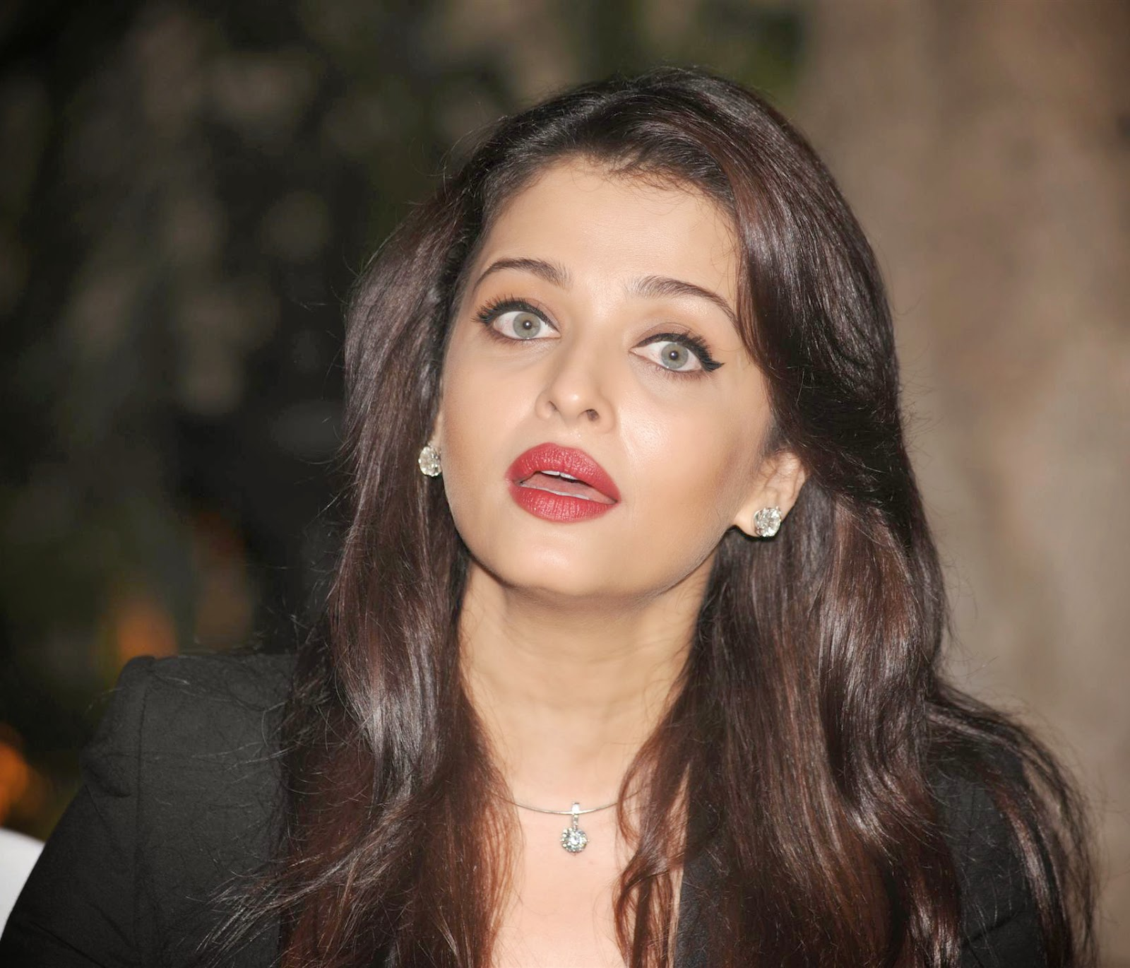 Aishwarya Rai Bachchan 41st Birthday Celebrations Photos