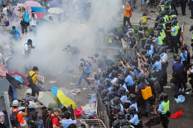 图:香港警方周日发射87枚催泪弹