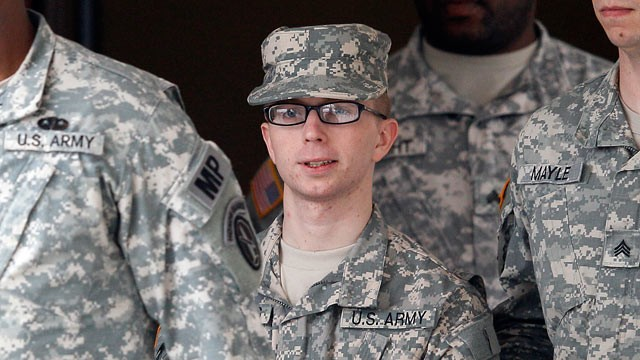 Bradley-Manning-army-uniforms.jpg