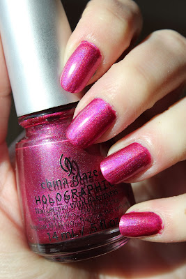 http://lacquediction.blogspot.de/2013/03/china-glaze-holographic-infra-red.html