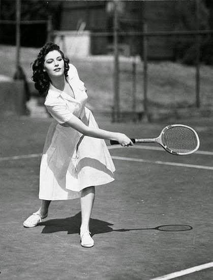 Ava Gardner jugando a tenis