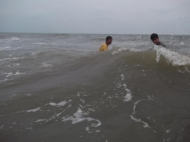 cherai beach tides