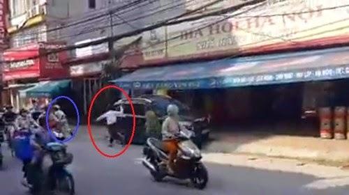 HN: Xôn xao tài xế cầm xẻng đánh người trên phố
