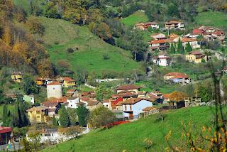 Proaza, vista desde el camino a Villamejín