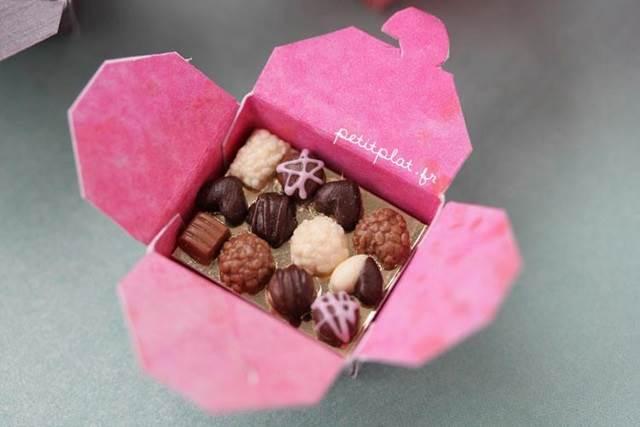 model kecil set coklat dalam kotak