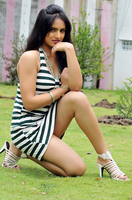 ritu kaur spicy from gurudu movie, ritu kaur hot photoshoot