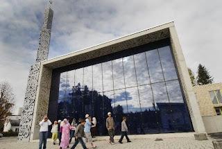 صورة لمسجد زجاجي في المانيا