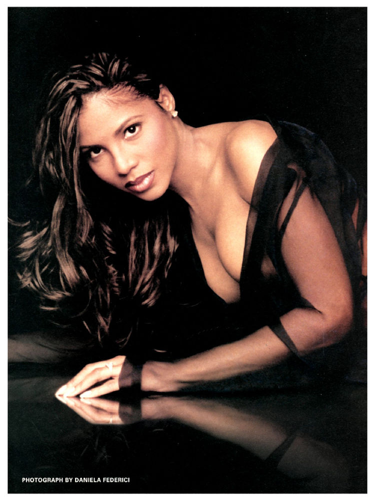 Toni Braxton (USA) Hot and Beautiful Women of the World - Beauty And The Beast Hairstyle